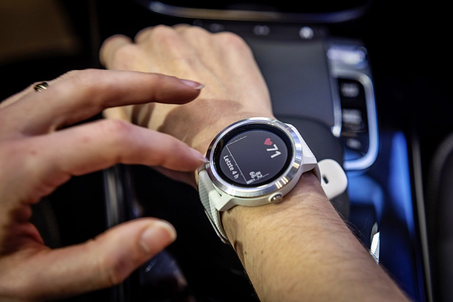 Mercedes-Benz Vivoactive 3