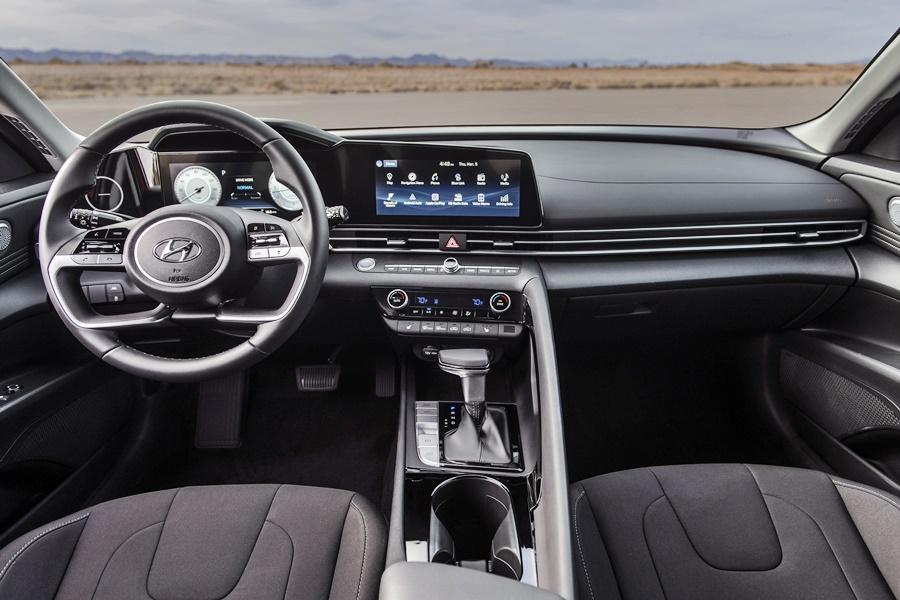 2021-Hyundai-Elantra-10.jpg