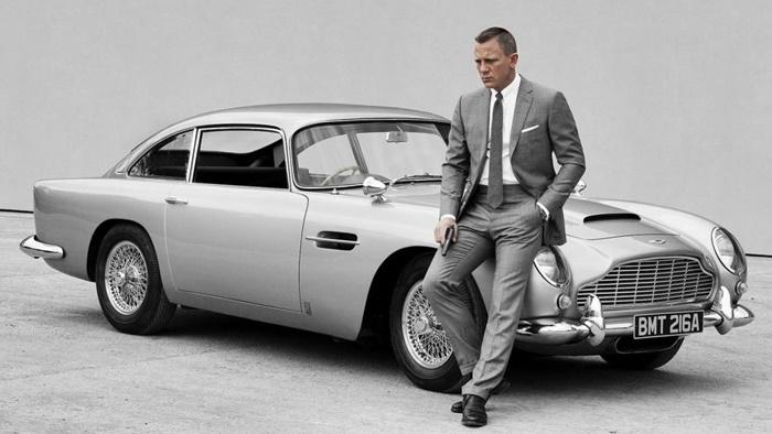 Aston Martin DB5 with Daniel Craig