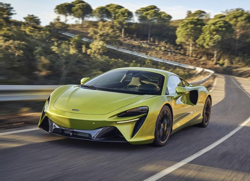 2021 McLaren Artura Hybrid