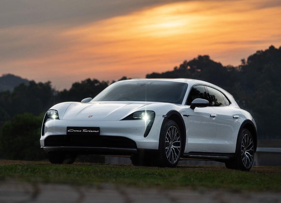 2021 Porsche Taycan Cross Turismo EV